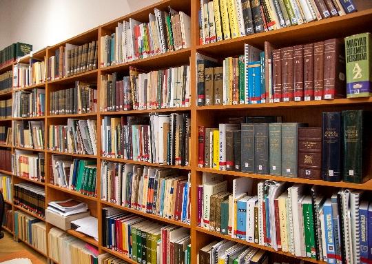 Szakkönyvtár